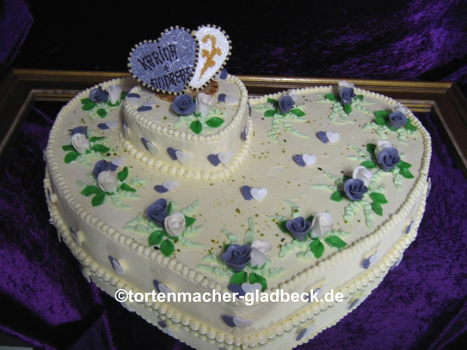 Hochzeitstorte weiß-blau